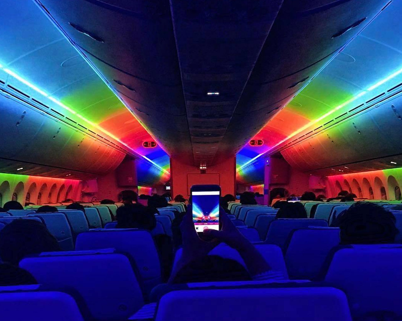 Scoot with Dreamliner 787. Colourful mood lights that change depending on the time of the day